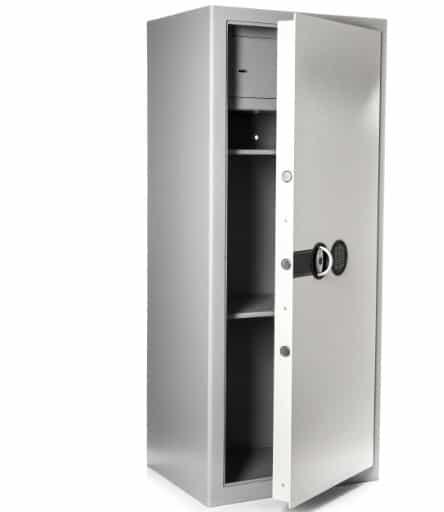 armoire forte avec porte ouverte